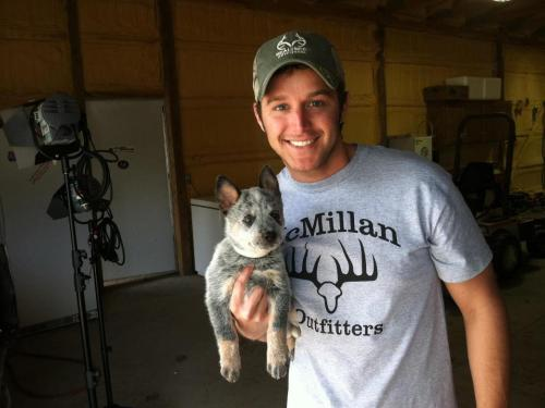 "smokinghotlukebryan:  ""I found a big rat in the barn!"""