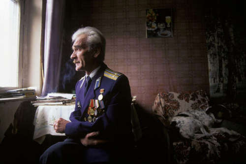 antomato:  picturesofwar  The man who saved the world: Stanislav Petrov was manning surveillance equipment for the Soviet Air Defense Forces when he noticed something strange on the screen.  Soon after, warning signals started flashing with the report of an incoming nuclear missile from the USA. Seeing only one missile, he figured it was a mistake, assuming Americans wouldn't send only one missile if they wanted a nuclear war.   Soon thereafter, many more started appearing on the screen.  Nevertheless he trusted his instincts, and rather than contact his superiors he waited to see what would happen.  He waited past the perceived time on impact.  There was no damage - the warnings were due to a system malfunction. Had Petrov not defied protocol and contacted his superiors, a real retaliatory strike may very well have been fired in response - igniting nuclear war between the USA and Soviet Union. September 26, 1983 - 29 years ago today. ({and we'd all be dead}) Stan's the Man. this deserves a reblog you go, sir.