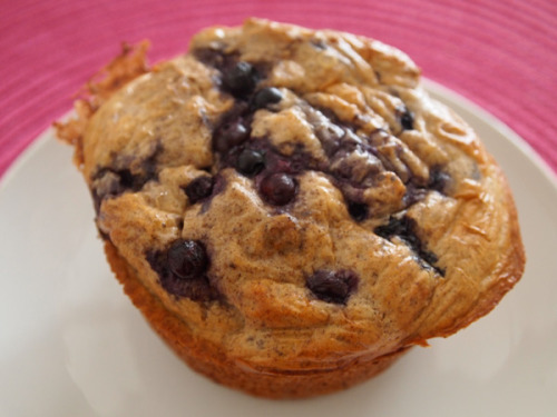 sarahfit:  Clean High Protein Blueberry Muffin Nutrition (1 Serving): 207 Calories, 3.4 g of Fat, 6.5 g of Fiber, 22.4 g of Protein Get The Recipe Now. Make For Breakfast. Every Day.