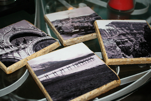 poramorproject:  DIY Photo Coasters  Make your own luxury coasters using spare tile, cork, mod podge, and photos.   Source: Dixie DIY