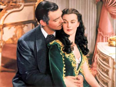 lemonadeandivy:  favorite romantic movies: #10.  Gone WIth the Wind ~ i couldn't live with myself if i didn't include this classic of all classics on my top 10 list!  the film that sets the standard for all the rest.
