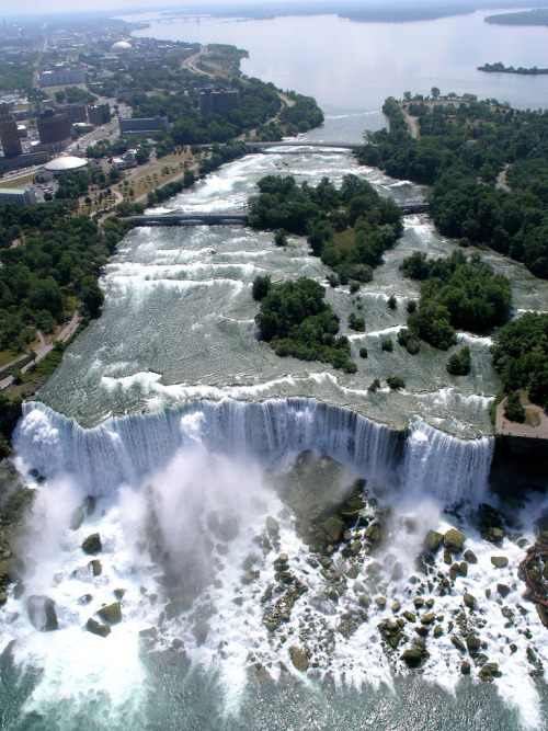 lofticries:  Niagara Falls  AGH. I LOVE THIS ANGLE.