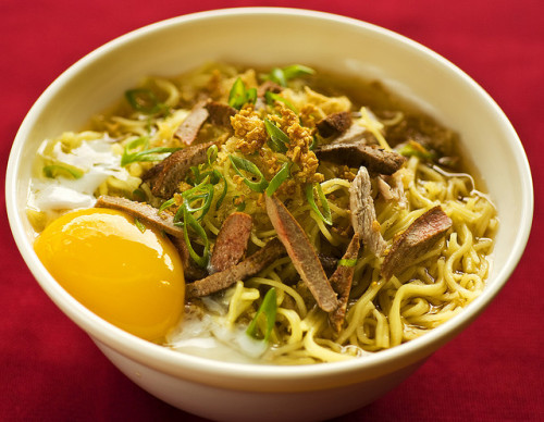 vivafilipinas:  La Paz Batchoy The Philippines has a variety of soups, among which is the La Paz Batchoy, a noodle soup with origins that trace back to the district of La Paz, Iloilo, thus the name. It's a warm soup made of mami noodles, garnished with pork innards, crushed pork cracklings, spring onions, and topped with a raw egg. It's perfect for cold, rainy weather like today. Stay warm and stay safe everyone!