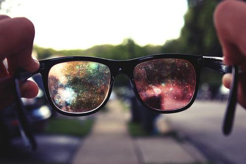 O mundo pode ser mágico e perfeito, só depende do jeito que você encara ele. (pns)