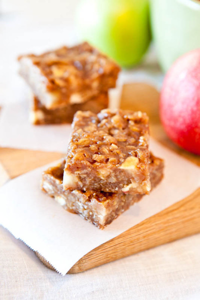 gastrogirl:  vegan and gluten-free caramel apple bars.
