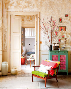 micasaessucasa:  (via a colourful apartment in nimes, france | the style files)