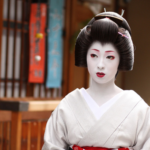 beautiful / japanese / woman / portrait / beauty : kyoto japan, geiko (geisha*) kimika  宮川町の芸妓 君香さん by momoyama on Flickr.