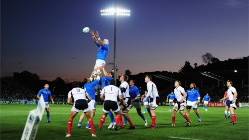 mypantsareonfire:  italy 27 - 10 usa full time    What a lovely floodlight.