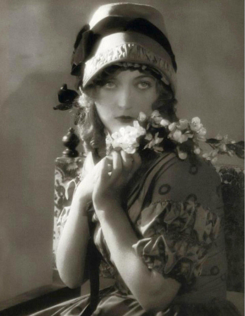 "solo-vintage:  Marion Davies, ""Merry Wives of Gotham"", 1925"