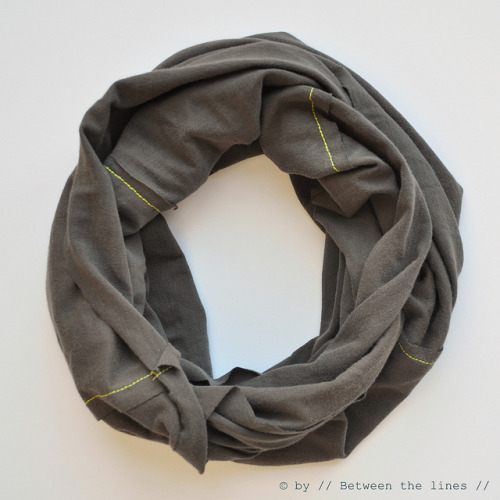 holly-go-brightly:  Recycled T-shirt infinity scarf DIY: http://pm-betweenthelines.blogspot.com/2011/09/diy-infinity-scarf-tutorial.html