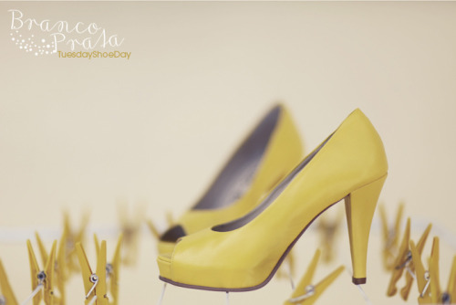 (via Tuesday Shoe Day | Branco Prata Blog)