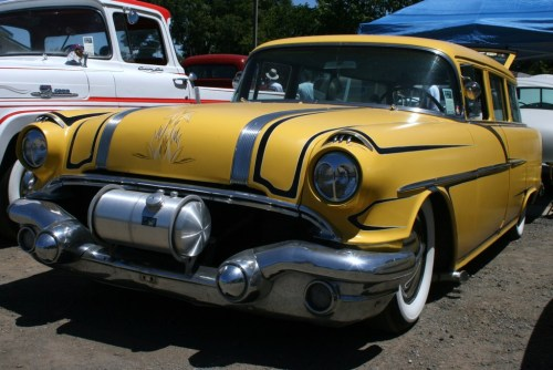 fablesdelacomtesse:  Pontiac 1956 Station Wagon with Moon Tank.