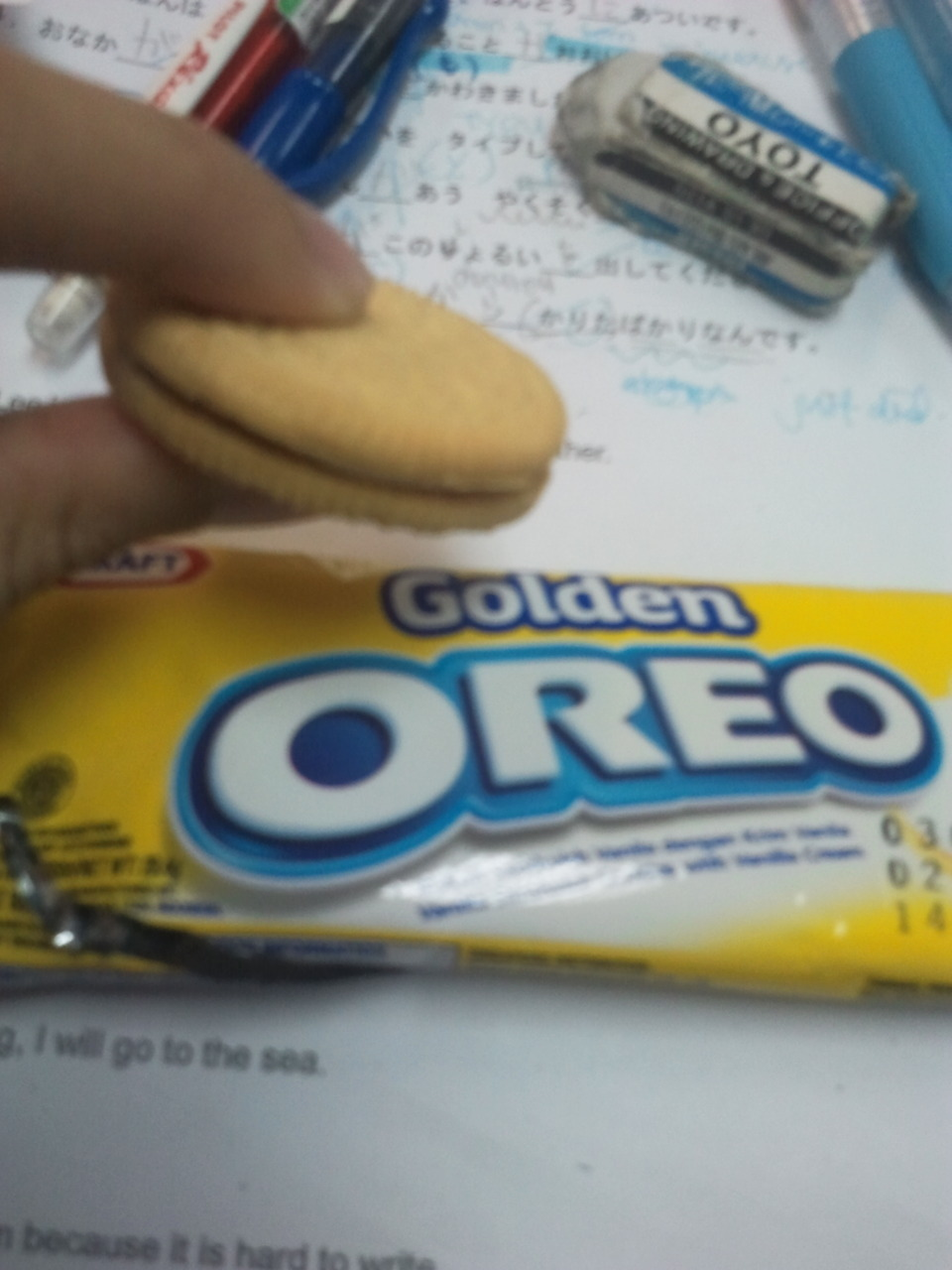 Golden OreoMy friend Sherry from my Japanese class gave me these cookies today!!!~~I originally thought they were cheese oreos and was like o_o but they are actually Vanilla Cookie Sandwiches with Vanilla cream!!! Verdict: NOMNOM AM GOING TO BUY A BOX FOR MYSELF ^_^