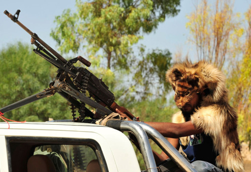 kilele:  An anti-Qaddafi fighter wears an animal skin as he advances towards Sirte, on September 26, 2011.   Photo by Reuters/Esam Al-Fetori via In Focus