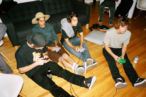 mike mo, stevie perez, sean malto, cory kennedy playing old school video game