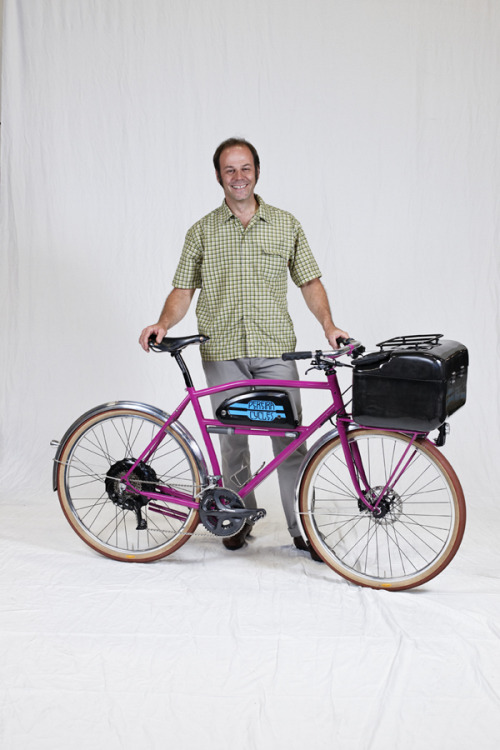 "The Oregon Manifest had a design contest for the best utility bike. And they just announced the winners. I certainly could have used one of these bikes for grocery shopping today. Touring panniers just don't cut it. I was praying that the pack of milk didn't break through the bungie cords on the way back. The winner in the picture above is Tony Pereira with his electric assist front loading bike. The rest of the contest entrants weren't too bad either. I kinda like the doggy side car ""Donkelope"" bike from this guy. I also have an appreciation for bikes that can portage kids as can be seen in the runner-up entry."
