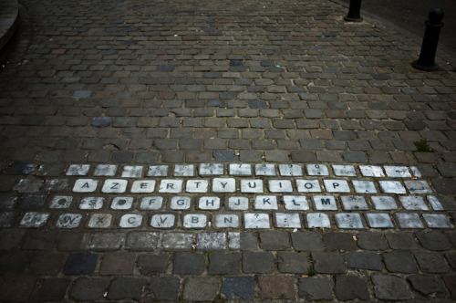 archiemcphee:  Timo Arnall found this awesome street keyboard in Brussels, Belgium. [via My Modern Metropolis]