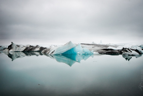 fractionmagazine:  fog at Jökulsárlón by Dalla* on Flickr.