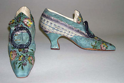 ornamentedbeing:  Oh lord the Met is killing me with beauty.   Slippers Hellstern and Sons  (French) c. 1911