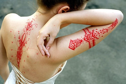 Neat Stuff! thatbohemiangirl:  My Bohemian Aesthetic  Beautiful red tattoos  Oh WOW. I don't think I'll ever get a tattoo… but this is extremely tempting!