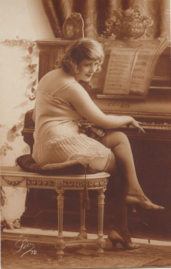 extranuance:  c.1920s French postcard