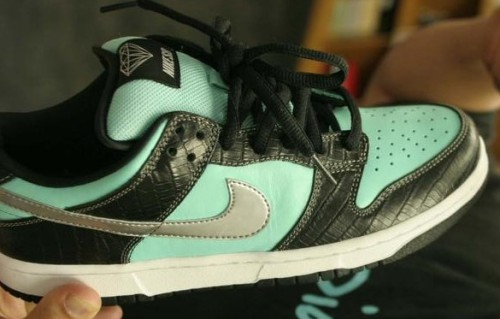2seetheworld:  tiffany & co. inspired Nikes…how fantastic.