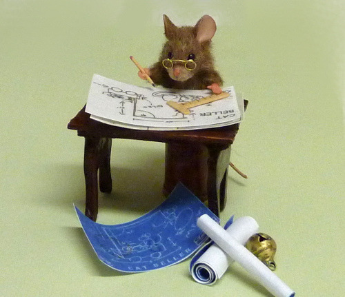 miniminipao:  Daddy Mouse for 1/2 scale dollhouse by Mini Menagerie on Flickr.