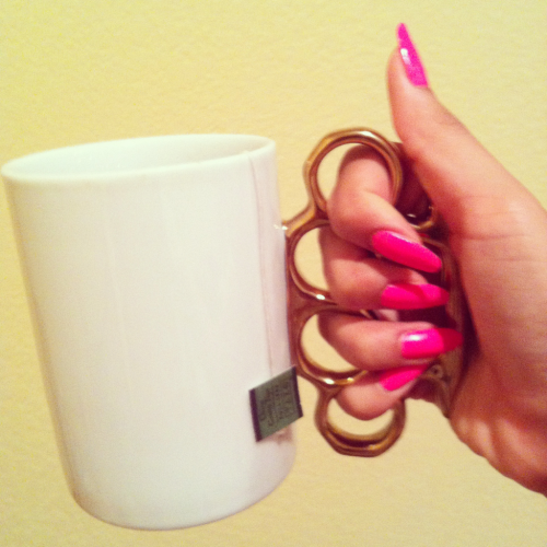 janicellamoca:  Tea time.  need this mug!!