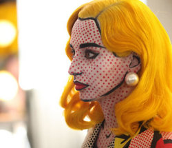 scissorsandthread:  Lichtenstein Comic Girl Halloween Costume | Illusion If you're looking for a high-impact Halloween costume, then this is perfect! MAC created this for Halloween which is probably why it's so amazing. Yes, it would be time intensive, but you could guarantee there wouldn't be anyone else at your party wearing this!  UHHHHGGGG, YES.