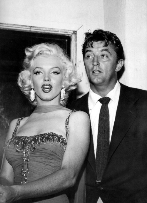 theniftyfifties:  Marilyn Monroe and Robert Mitchum, 1950s.