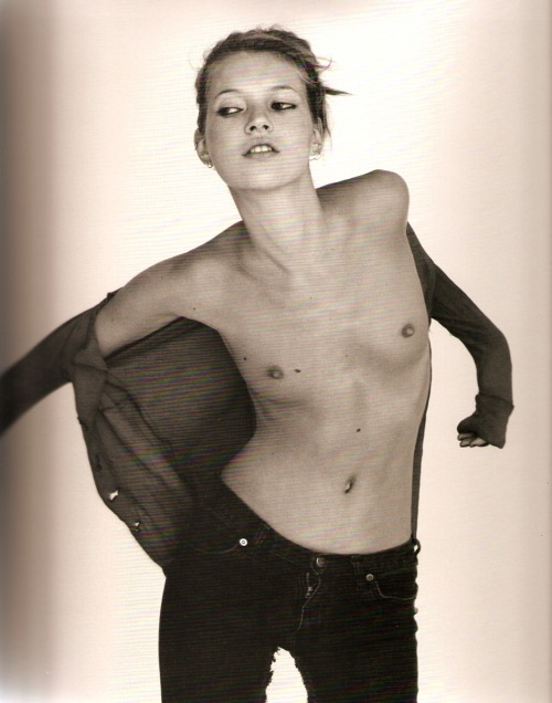 woodpaneledshoes:  Kate Moss photographed by the late Corrine Day (R.I.P)   Love Kate