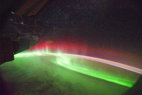discoverynews:   The Aurora Australis (Southern lights) as seen from the International Space Station.  Magnetic activity on the sun has really been running on high gear  recently and while it hasn't caused any problems so far, skywatchers  around the world are being treated to some exceptionally energetic  aurorae — and the same goes for the skywatchers in orbit!