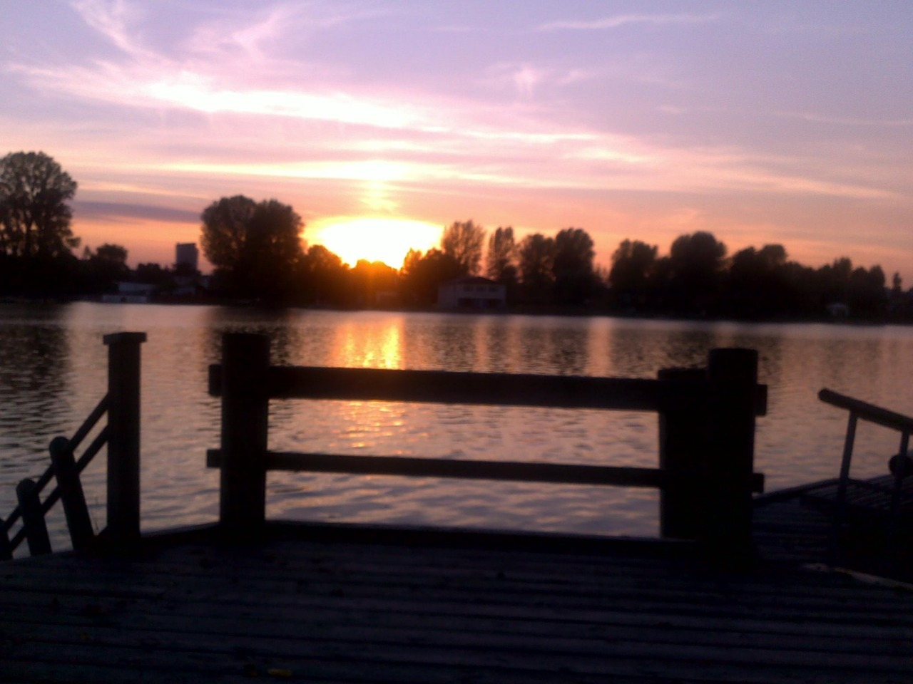 performmonkey:  Alte Donau in an autumn sunset.