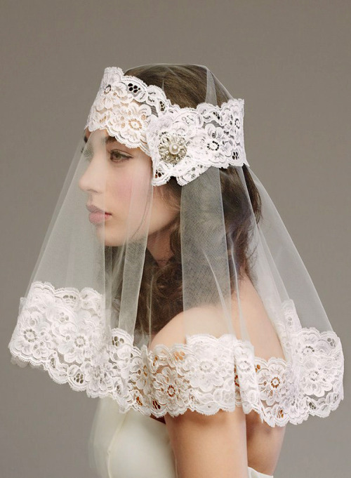 wedding-scrapbook: Wow! Ultra-Modern Shoulder Length Veil