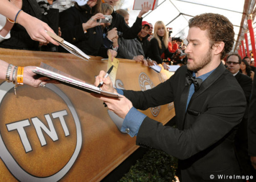 justintimberlakedoingthings:  Justin Timberlake accidentally writes pi to the ten thousandth decimal instead of his autograph