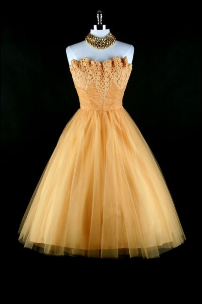 theyroaredvintage:  Gorgeous 1950s party dress
