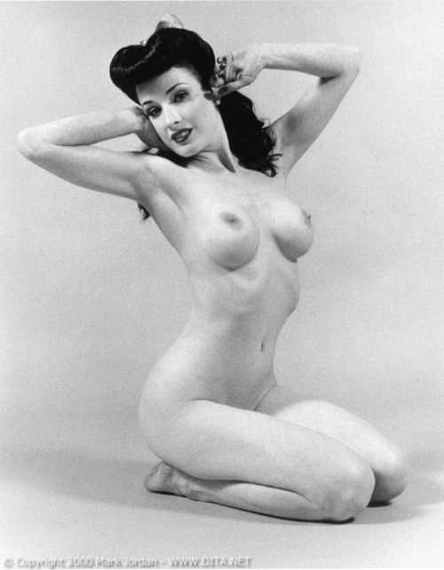 wcktus:  black and white dita von teese
