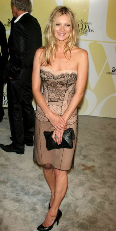 eatkate:  Kate moss looking darling in Dior at the CFDA awards on the 5th of June - 2005