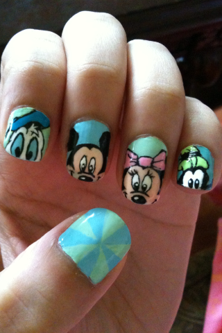 Mickey Mouse & friends :D! This are my current nails !