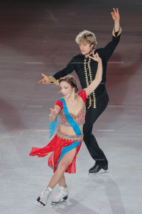 beautiful-shapes:  Meryl Davis & Charlie White, Indian dance @ The Ice