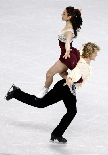 beautiful-shapes:  Meryl Davis & Charlie White, 2010 FD Phantom of the Opera