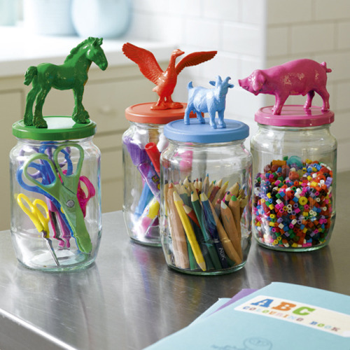 truebluemeandyou:  DIY Animal Toppers for Jars. Insturctions (but really all you do is glue plastic animals on a lid and spray paint) at House to Home here. Found at Plenty of Colour here.  This is awesome.
