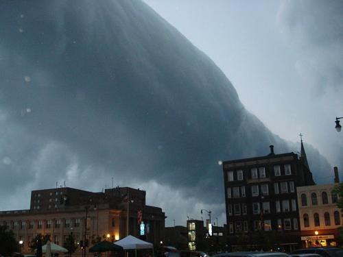mothernaturenetwork:  Roll clouds are often mistaken for tornadoes, especially when they hang low like this one did over downtown Racine, Wis., in June 2007. But despite a superficial resemblance, roll clouds and funnel clouds don't have much in common.9 ominous images of roll clouds