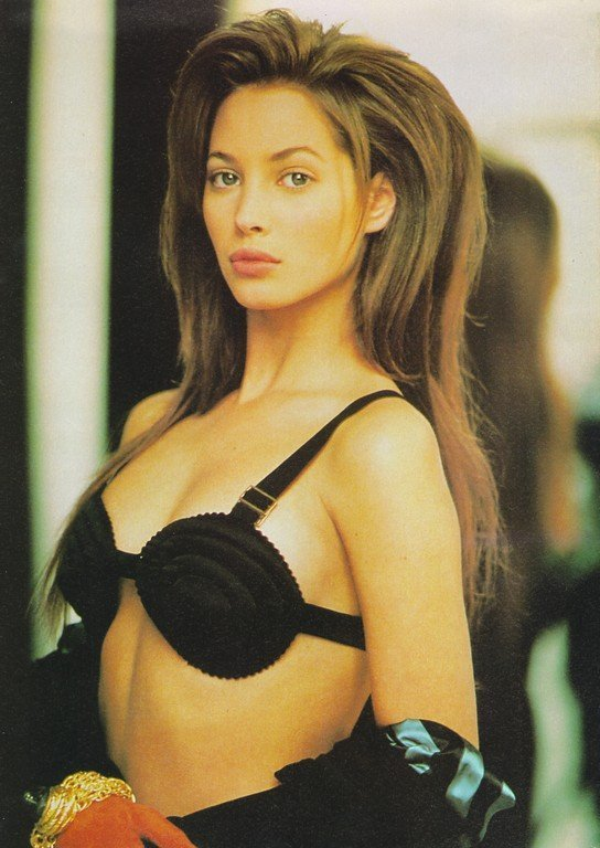 michaelrecycles:  maliciousglamour:Christy Turlington, 1987,Photographer: Arthur Elgort