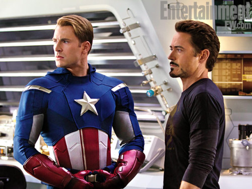 fuckyeahcaptainamerica:  First official pictures from the set of The Avengers Chris' Cap uniform looks much better here than what we've seen in previous pictures.