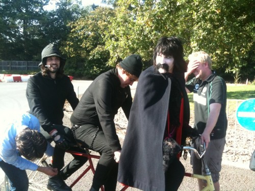 "theyallwhisper:  'Noel fielding and Serge from kasabian! Today shooting Video!! coming out soon!'  Um.  You guys?  Sunflaaash's first tweet today was ""velociraptor vlad.""  Just saying.  ~whistles~"