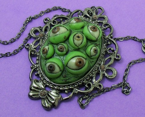 thingsmissfrizzlewouldwear:  Cthulu Necklace for Elder God Education