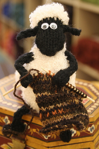 featheredneststudio:  This totally reminds me of Shaun the Sheep.  Me too! And my kids LOVE Shaun the Sheep!