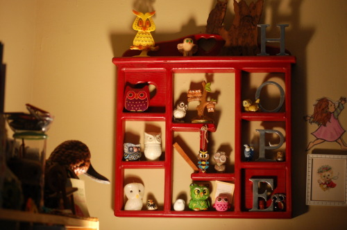 "hopecherithomas:  ""I keep my owl collection pretty much condensed to this one rack now. But of course there are some other owl goodies stowed around the rest of the apartment.  I rescued this rack from a trash stack and painted it red.Thats my DIY solution for almost everything-spray paint!"" haha :D Luv this - and we have the owls in common."