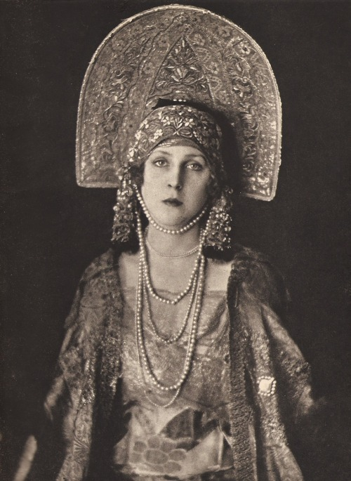 My Bohemian History sydneyflapper:  earwigbiscuits:  Lady Diana Cooper, sometime in the mid-to-late 'teens when she was still Lady Diana Manners, dressed as Russia for charity.   Ah…possibly for one of the fundraisers for White Russian refugees fleeing the Revolution and Civil War?